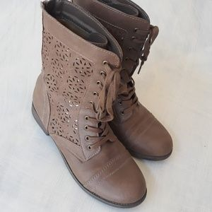 Brown & gold detail lace up boots 8.5